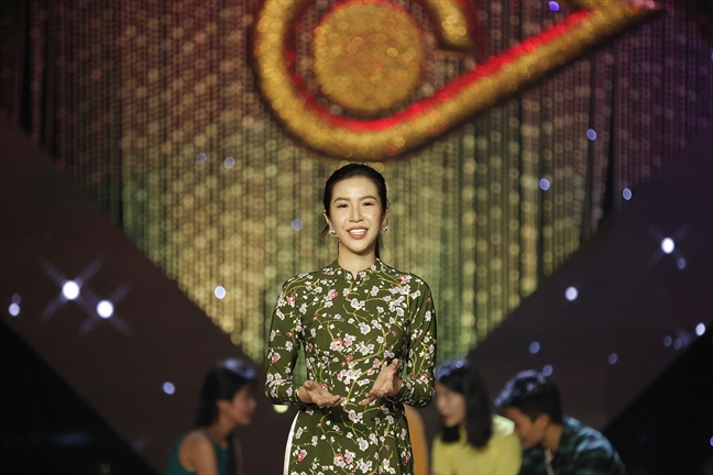 Nguoi dep Kieu Ngan dang quang ngoi vi Quan quan En vang 2017