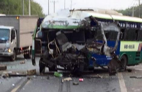 Nhiều xe tông nhau liên hoàn, 7 người thương vong trong ngày giáp tết