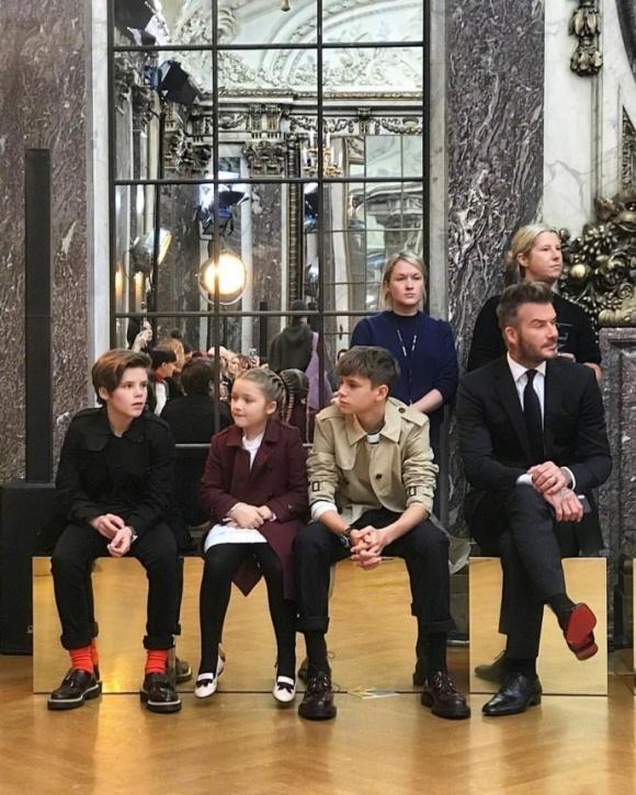 David Beckham va cac con 'len do' sang chanh trong show dien cua Victoria