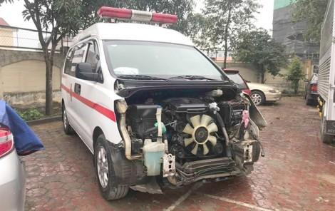 Tài xế xe cứu thương tăng tốc bỏ trốn sau khi tông hai mẹ con bị thương nặng