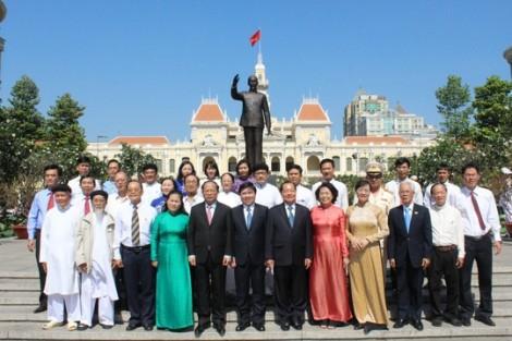 Lãnh đạo TP.HCM dâng hương Chủ tịch Hồ Chí Minh