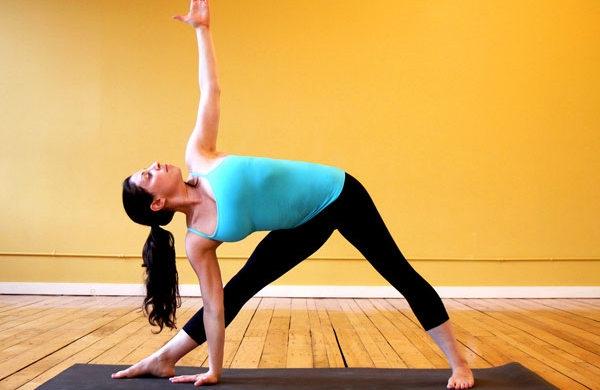 Meo an tet ngon dang van thon tu huan luyen vien yoga xinh dep