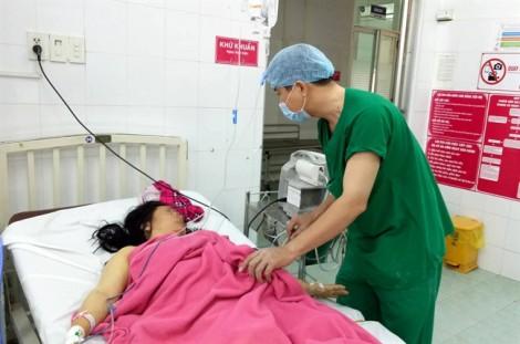 Các bác sĩ Cần Thơ 'vỡ òa' khi cứu mẹ con sản phụ thoát chết vào 27 tết