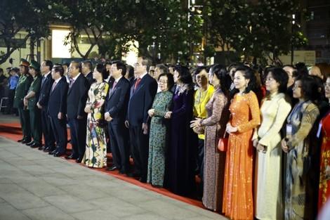 Đường hoa Nguyễn Huệ chính thức mở cửa đón khách tham quan xuân Mậu Tuất