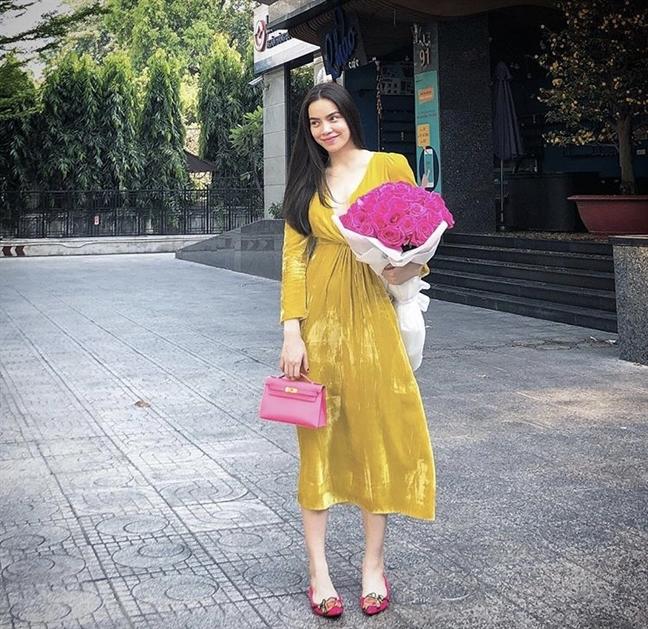 My nhan Viet va nhung mon qua valentine hang hieu xa xi