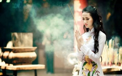 5 kiểu trang phục nên tránh khi đi lễ chùa ngày đầu năm