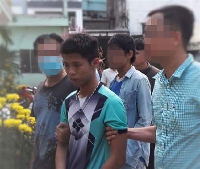 Canh sat trang dem giao thua truy bat nghi pham giet nguoi o Binh Tan
