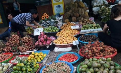 Siêu thị hẩm hiu, chợ truyền thống giá tăng chóng mặt những ngày đầu khai trương