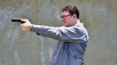 Nghị sĩ Úc bị chỉ trích vì đăng ảnh sử dụng súng và khiêu khích