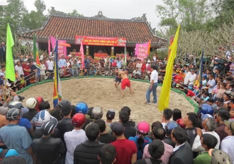 Mãn nhãn những đòn thế tuyệt đẹp ở Hội vật đầu năm ở làng Thủ Lễ