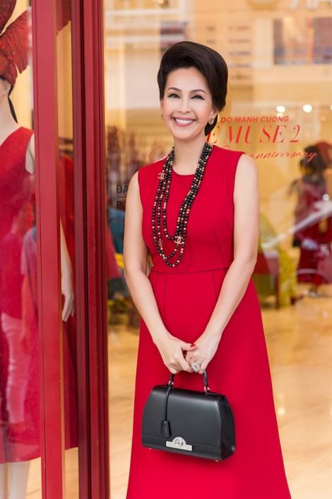 'Nữ hoàng ảnh lịch' Diễm My và dàn mỹ nhân gợi ý chọn trang phục sắc đỏ thanh lịch