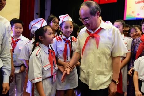 Gặp lãnh đạo thành phố, thiếu nhi bày tỏ nhiều lo lắng về học đường