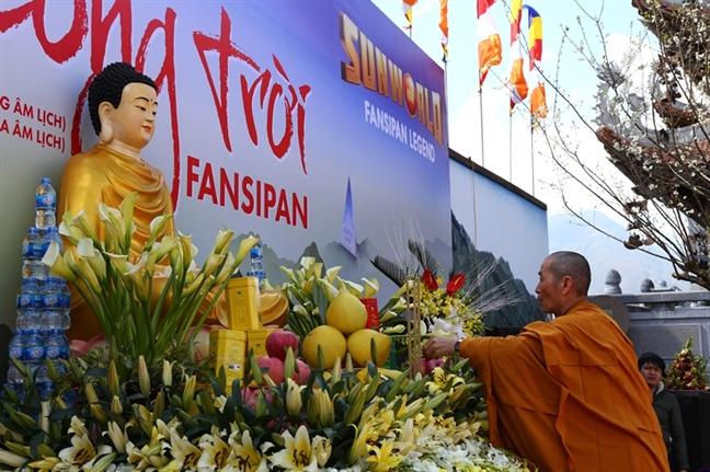 Tay Bac co them Hoi xuan Mo Cong Troi Fansipan dac sac