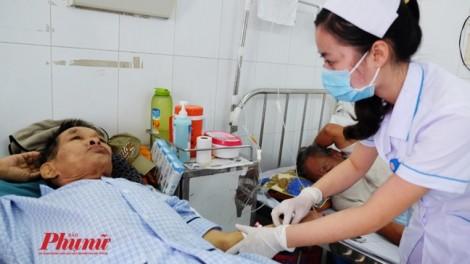 Nữ điều dưỡng không buông tay bệnh nhân ung thư đến cuối cuộc đời