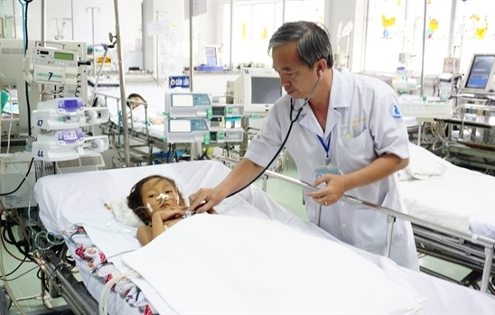 Ngay Thay thuoc Viet Nam: Con nguoi, chu khong phai dau tu may moc va co so vat chat