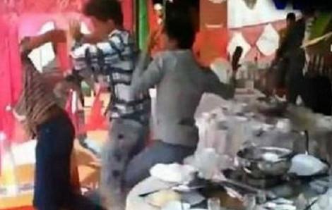 Hai nhóm trai làng hỗn chiến sau đám cưới, hai anh em bị đâm thương vong
