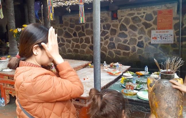Chen lan xoa dau gio vao tuong ho mong chua benh