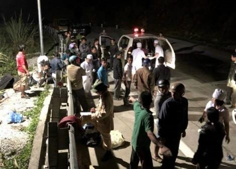 Xe khách lao xuống vực khi lên đèo khiến 1 người chết, 19 người bị thương
