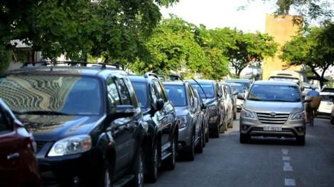Phí đậu ôtô 5.000 đồng rẻ mạt tăng lên 40.000 đồng có quá mắc?