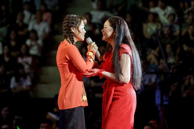 Ca si Nhu Quynh ngoi ghe giam khao: Thay hinh, chua thay tieng