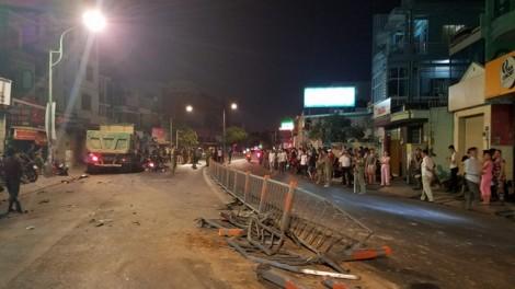 Xe ben tông loạt xe máy trong đêm, 9 người bị thương nặng