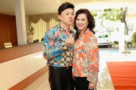 Vợ nghệ sĩ Chí Tài run rẩy khi hát tặng chồng nhân kỷ niệm 35 năm ngày cưới