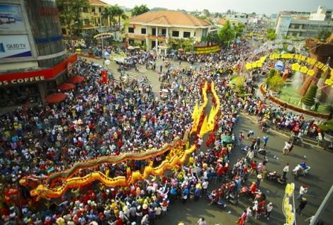 Lễ rước Bà Thiên Hậu đầy sắc màu trên đường phố Thủ Dầu Một