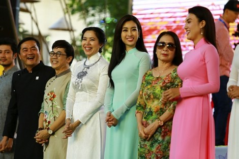 3.000 tà áo dài tung bay trên đường đi bộ Nguyễn Huệ