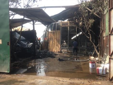 Cháy lớn thiêu rụi nhiều nhà hàng ở Hà Nội