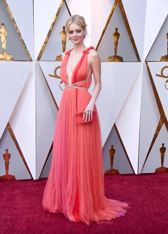 Nhung bo trang phuc long lay, bat mat bac nhat tham do Oscar 2018