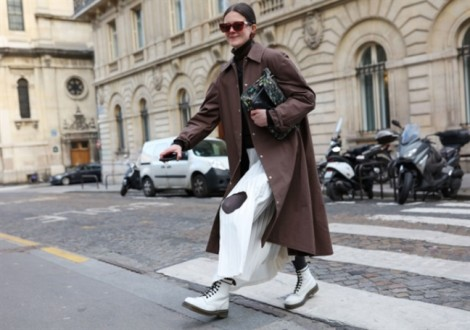Áo khoác dáng dài khuấy động sàn diễn đường phố tuần lễ thời trang Paris