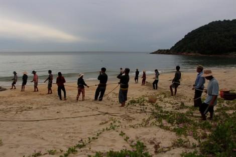Độc đáo làng đánh bắt cá bằng nghề kéo lưới rồng truyền thống