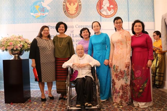 Bao tang Phu nu Nam Bo tiep nhan trang phuc truyen thong Thai Lan