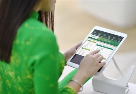 Tăng phí dịch vụ ATM, ngân hàng đang đi ngược chủ trương của Chính phủ
