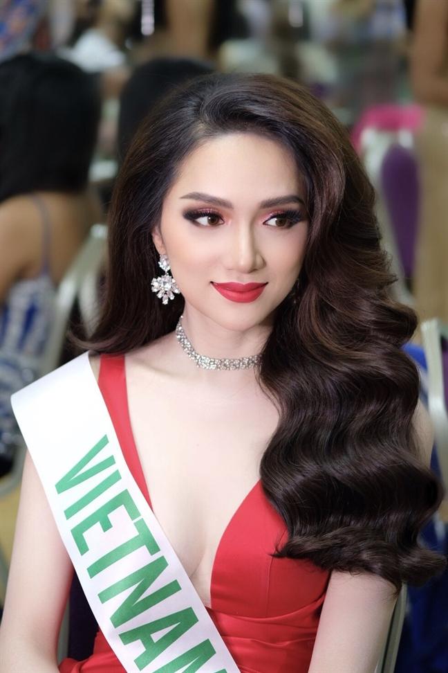 Huong Giang Idol dang quang 'Hoa hau Chuyen gioi Quoc te 2018'
