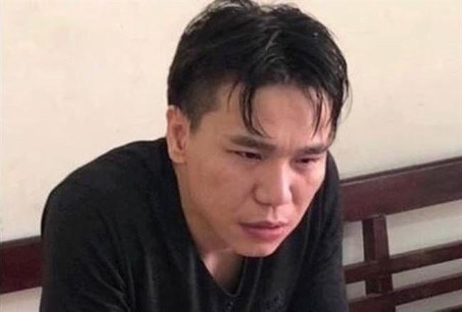 Ca si Chau Viet Cuong xuat vien, tro lai nha tam giu de dieu tra