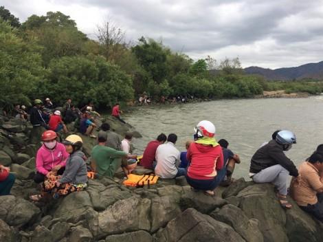 Đi tắm sông, 3 học sinh lớp 9 mất tích