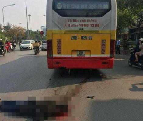Người đàn ông bị xe buýt cán chết thảm trên phố Hà Nội