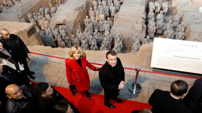 Ngoai giao trang phuc: Bai hoc tu Tong thong Macron va that bai cua Thu tuong Trudeau