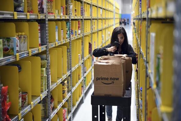 Amazon 'thach thuc' Alibaba khi tan cong vao thi truong Viet Nam