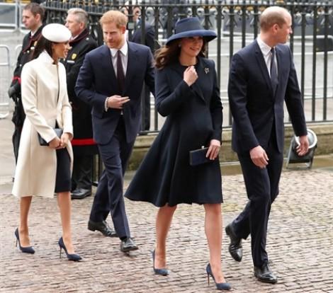 Hôn thê của Hoàng tử Harry trông 'hoàng gia hơn' khi xuất hiện cùng Nữ hoàng