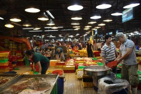 Nông sản, thực phẩm về TP.HCM đồng loạt giảm giá