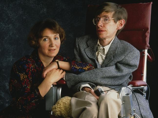 Noi co don cua nguoi phu nu vi dai dang sau thien tai vat ly Stephen Hawking