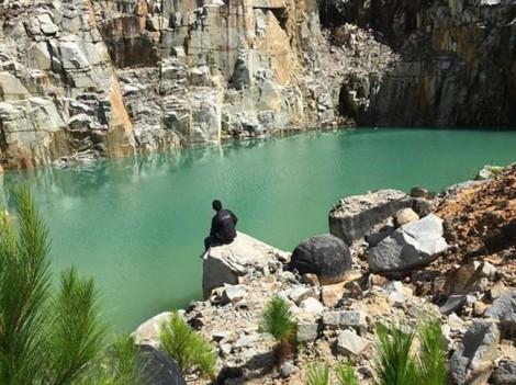 Có một hồ nước cô đơn