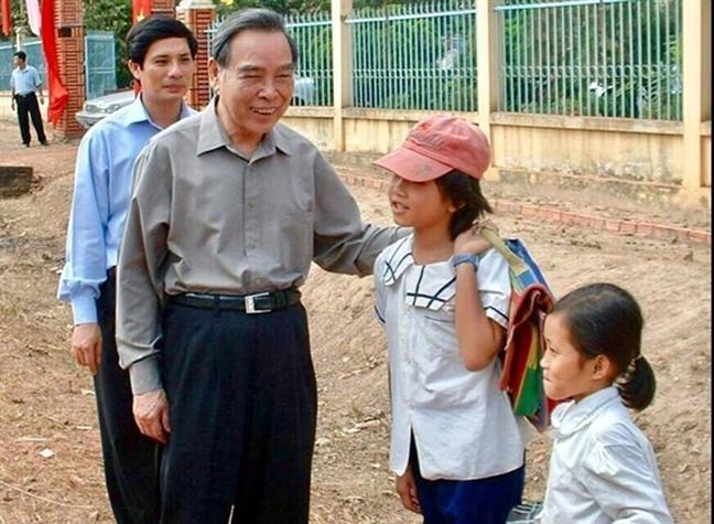 Nguoi dan Cu Chi xuc dong on lai nhung ky niem ve co Thu tuong Phan Van Khai