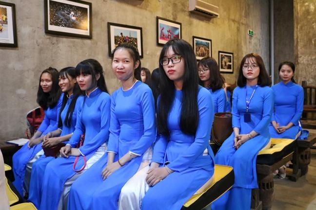 Trong tam tuong nguoi Viet, ao dai la quoc phuc