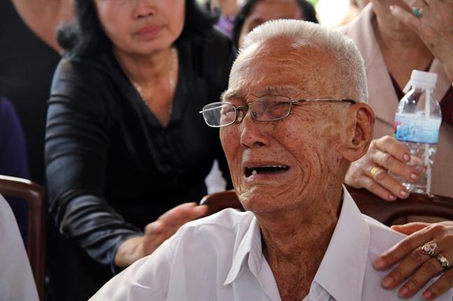 Nguoi ban than cua co Thu tuong Phan Van Khai: chiec ghe canh ben thieu vang nguoi tri ky