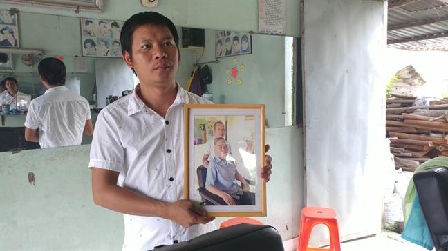 Bac Sau Khai - vi khach 'ruot' 4 nam cua tiem hot toc vung Cu Chi