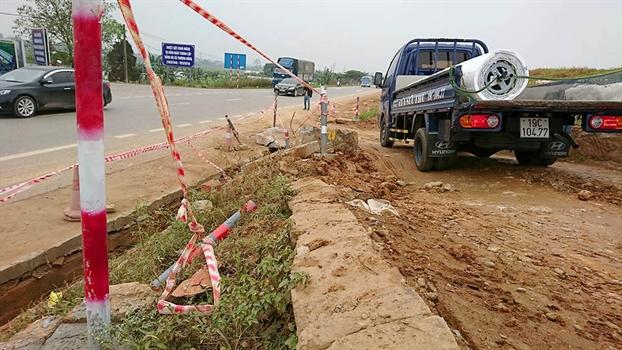 Phan doi BOT Tam Nong, oto tai pha nat duong de, nguoi dan ngop tho vi 'bao' bui