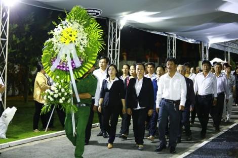 Dòng người tiếp tục đưa viếng cố Thủ tướng Phan Văn Khải trong đêm khuya